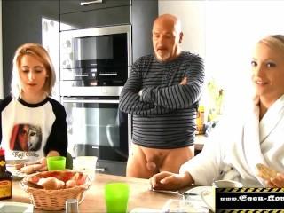 Egon Kowalski - Stief-Tochter gefickt und Freundin bläst