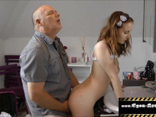 Papa fickt Tochter Creampie