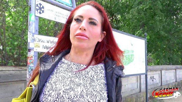 GERMAN SCOUT Rothaarige MILF in Berlin bei Strassen Casting in Arsch gefickt Porno