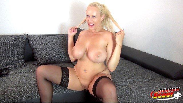 GERMAN SCOUT - Teen mit Monster Titten bei Casting gefickt Porno