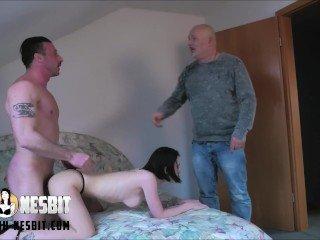 Lia Louise - Vater erwischt mich und guckt zu Porno