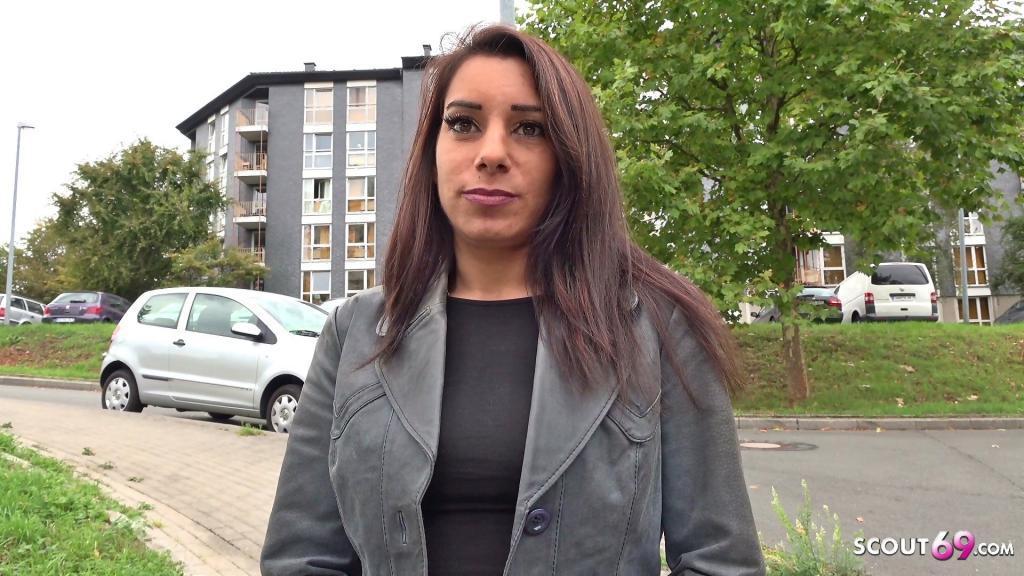 GERMAN SCOUT Bonnie aus Bochum auf der Strasse angesprochen und gefickt kostenloser Porno