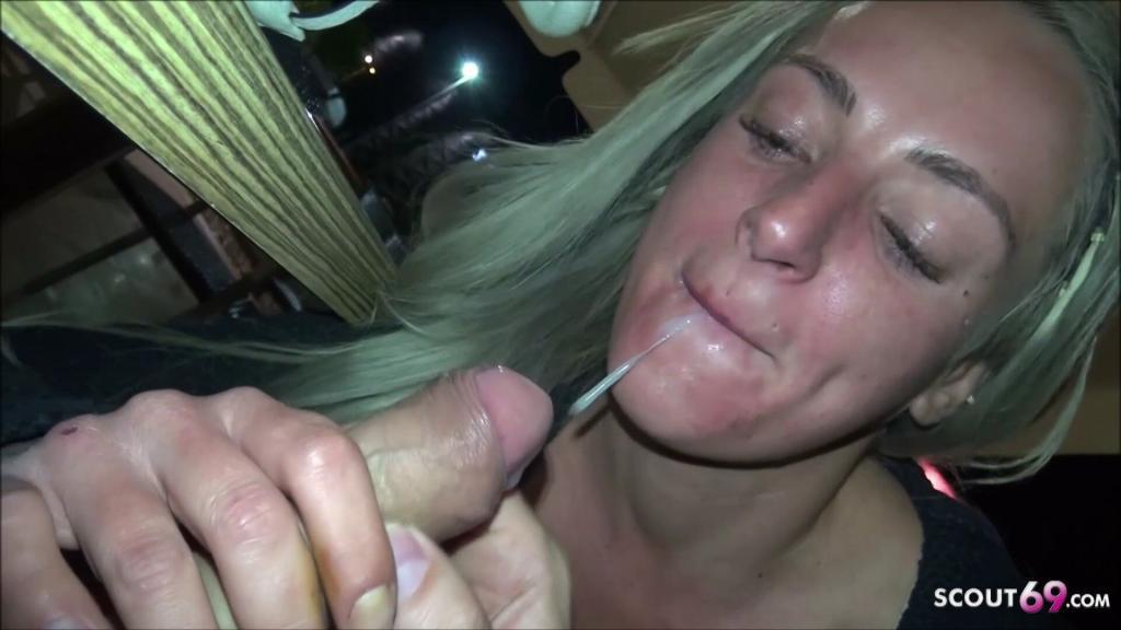Blowjob bei McDonalds und Umkleide von Deutscher SexyKitty Porn for Free