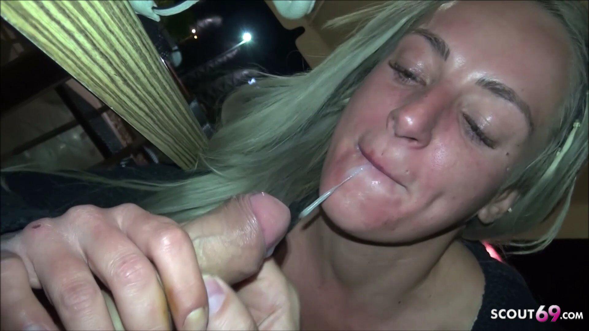 Blowjob umkleide Deutsche Teenie