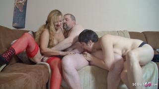 Altes deutsches Ehepaar beim ersten Dreier Sex gefilmt