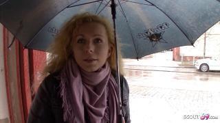 Echtes Straßen Casting mit Deutscher MILF aus Berlin