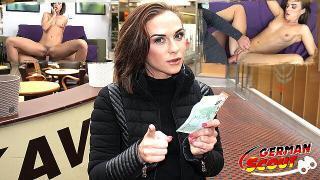 GERMAN SCOUT – Schlanke Studentin Vinna bei Straßen Casting für Geld gefickt