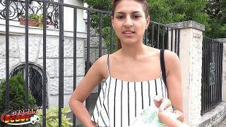 GERMAN SCOUT – 19 Jahre junge Latina Sara bei Straßen Casting gefickt