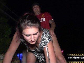 Egon Kowalski beim Outdoor Sex mit Cuckold Paar