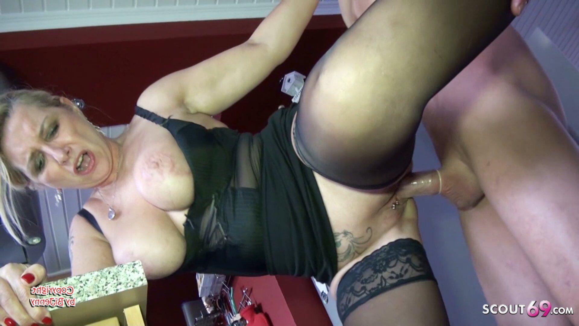 Milf Mit Mega Titten