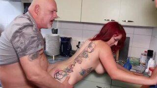 Hausfrau wird von Egon Kowalski ins Maul gefickt