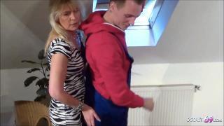Unterfickte Hausfrau Jutta treibt es heimlich mit dem jungen Handwerker wenn ihr Mann arbeitet